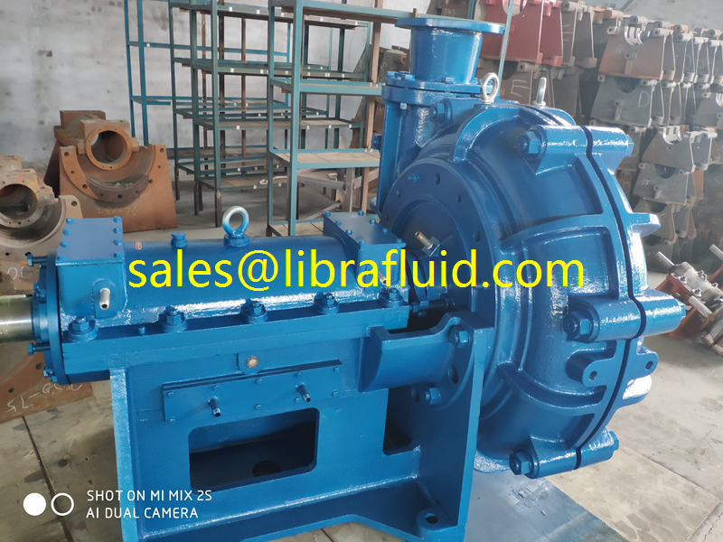 Thin oil bearing assembly slurry pump